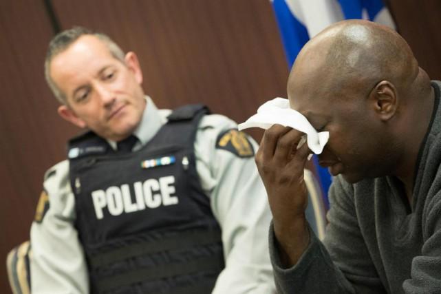 Les retrouvailles entre l'agentBernard Vandal etMamadou Sanogo se... (PhotoIVANOH DEMERS, LA PRESSE)