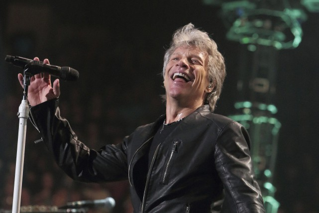 Jon Bon Jovi a décidé jeudi soir de reporter... (Photo Owen Sweeney, Invision/ Archives AP)