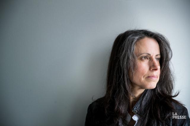 L'auteure Julie Bosmantravaille dans les médias écrits.... (PHOTO MARCO CAMPANOZZI, LA PRESSE)