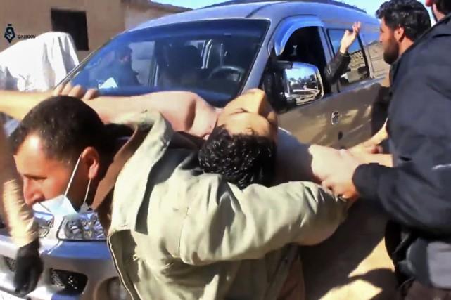 «Nous soupçonnons que (les Syriens) ont reçu de... (Photo Qasioun News Agency, via AP)