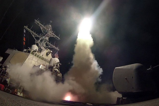 Le contre-torpilleur USS Porter a mené une série... (PHOTO AFP/FOURNIE PAR LA MARINE AMÉRICAINE)