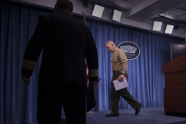 Le commandant en chef des Marines, le général... (Photo Cliff Owen, AP)