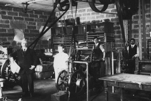 Atelier du journal Le Progrès, vers 1915 ... (Courtoisie, Télé-Québec Saguenay-Lac-Saint-Jean / Source : Société historique du Saguenay)