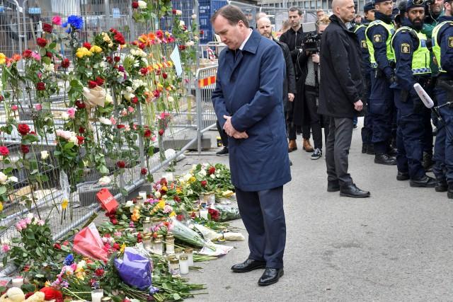 Le premier ministre suédois Stefan Lofven s'est recueilli... (REUTERS)