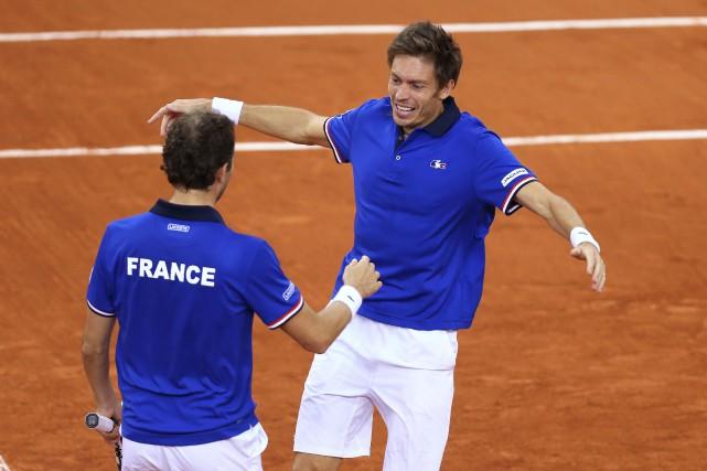 Nicolas Mahut et Julien Benneteau... (PHOTO CHARLY TRIBALLEAU, AFP)