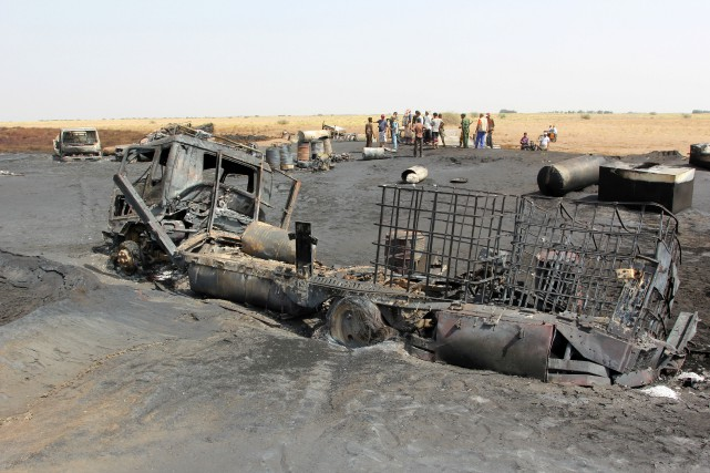 L'oléoduc, qui relie les champs pétrolifères de Safir... (PHOTO Abduljabbar Zeyad, REUTERS)