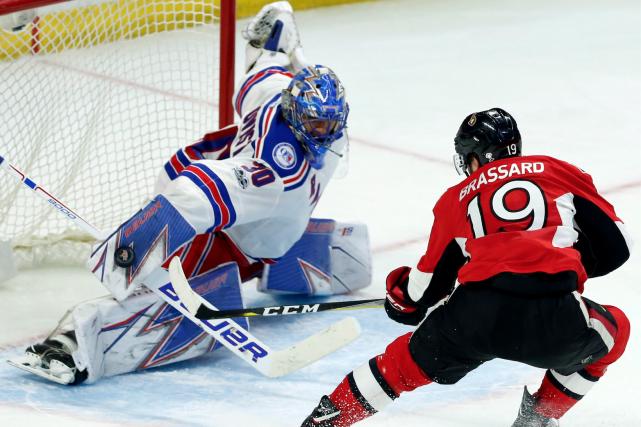 Le gardien des Rangers Henrik Lundqvist, qui affrontait... (La Presse canadienne, Fred Chartrand)