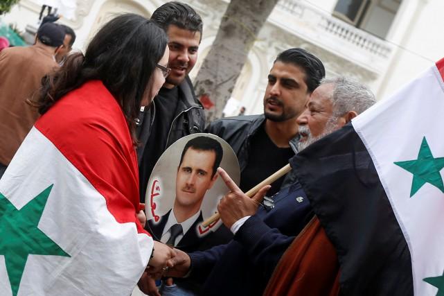 Les alliés et adeptes durégime Assad veulent la... (Photo Zoubeir Souissi, REUTERS)