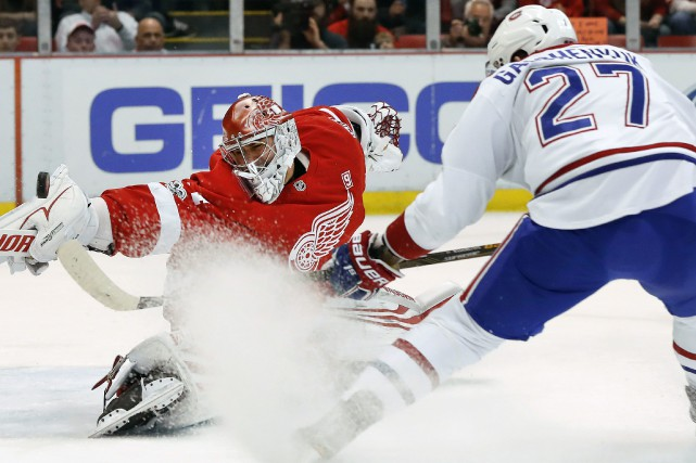 Petr Mrazek stoppe le tir d'Alex Galchenyuk. Ce... (Photo Paul Sancya, AP)