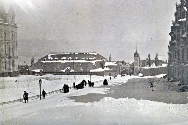 La Grande Allée en 1884... (Bibilothèque et Archives Canada PA-024064)