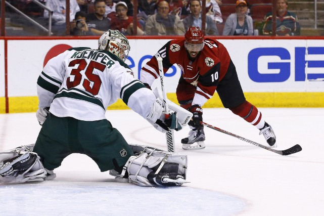 Anthony Duclair devant Darcy Kuemper... (Photo Ross D. Franklin, AP)
