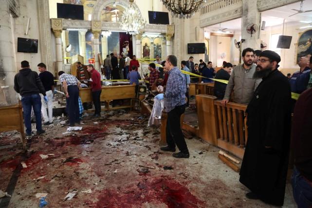 À l'intérieur de l'église de Tanta, les bancs... (Photo Agence France-Presse/Stringer)