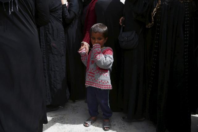 Un jeune Syrien qui a dû être déplacé... (AFP, Delil Souleiman)