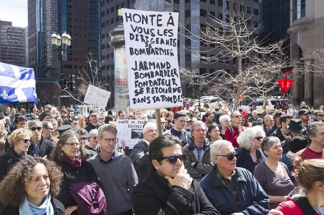 Plusieurs dizaines de manifestants se sont rassemblés, dimanche,... (La Presse canadienne, Graham Hughes)