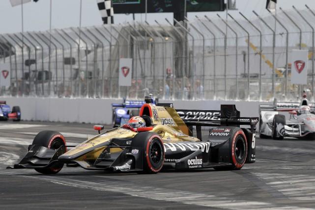 James Hinchcliffe au volant de sa voiture.... (PHOTO AP)