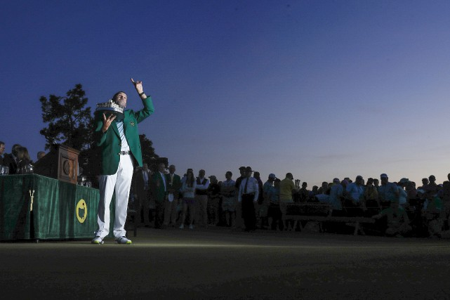 Sergio Garcia revêt finalement le fameux veston vert... (Matt Slocum, Associated Press)