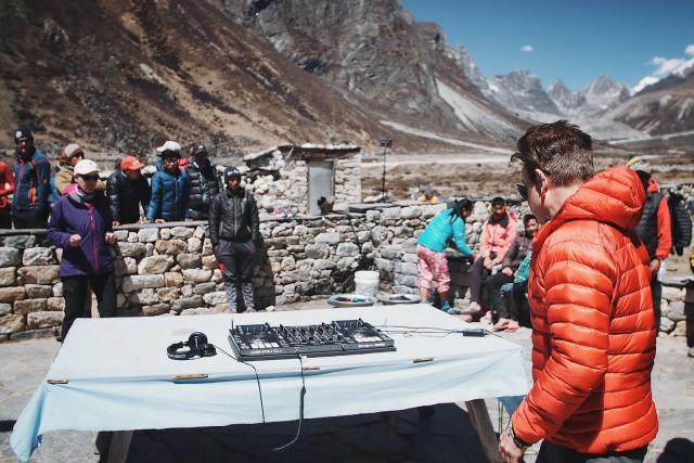 Le DJ britannique Paul Oakenfold a atteint le... (AFP, Anton NELSON)