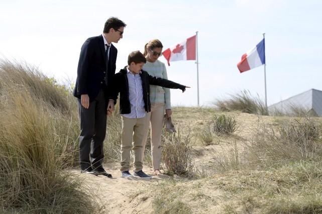 Le premier ministre Justin Trudeau, Sophie Grégoire, et... (La Presse canadienne, Adrian Wyld)