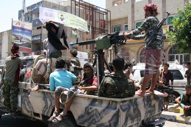 Dans l'ouest du Yémen, des combats entre rebelles... (REUTERS)