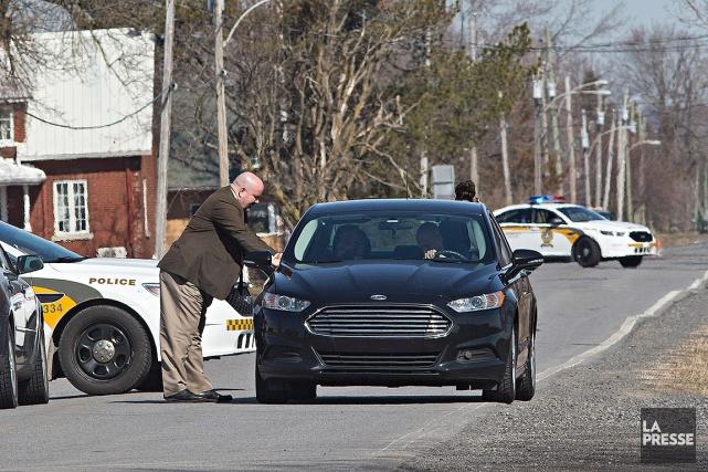 Les enquêteurs de la SQ étaient sur place... (Patrick Sanfaçon, La Presse)