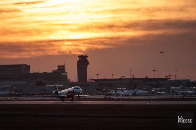 Un total de cinq employés de l'aéroport Montréal-Trudeau... (PHOTO HUGO-SÉBASTIEN AUBERT, LA PRESSE)
