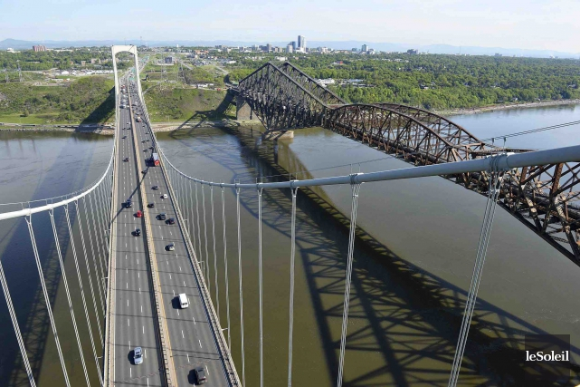 L'architecte Guy Simard croit que l'illumination du pont... (Photothèque Le Soleil, Patrice Laroche)