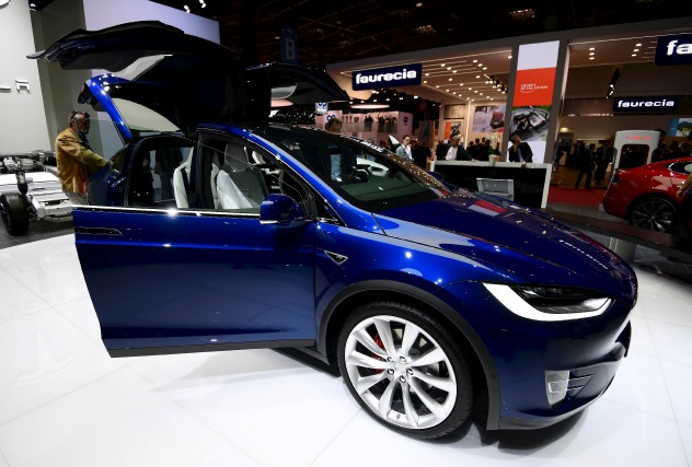 Une voiture Tesla au Mondial de l'Automobile de... (AFP, Miguel Medina)