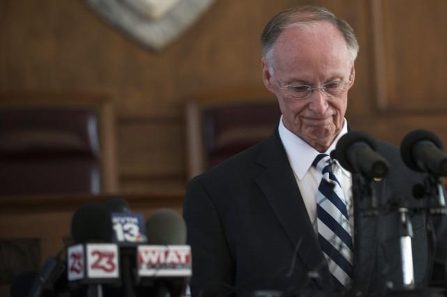 Robert Bentley s'est adressé aux médias après avoir... (PHOTO AP)