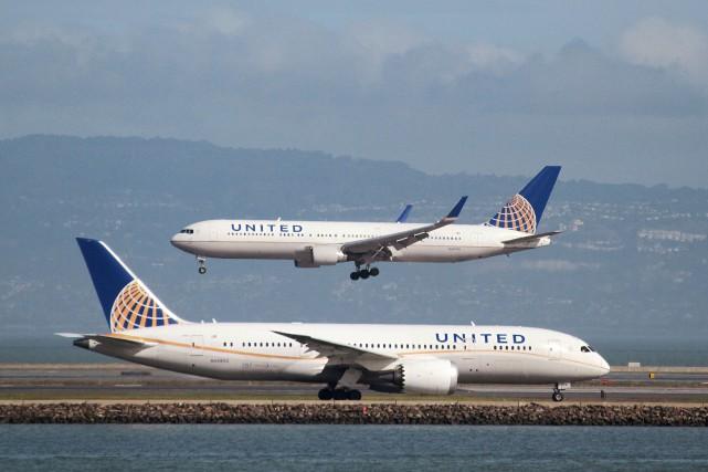 United Airlines a expliqué avoir demandé à des... (REUTERS)