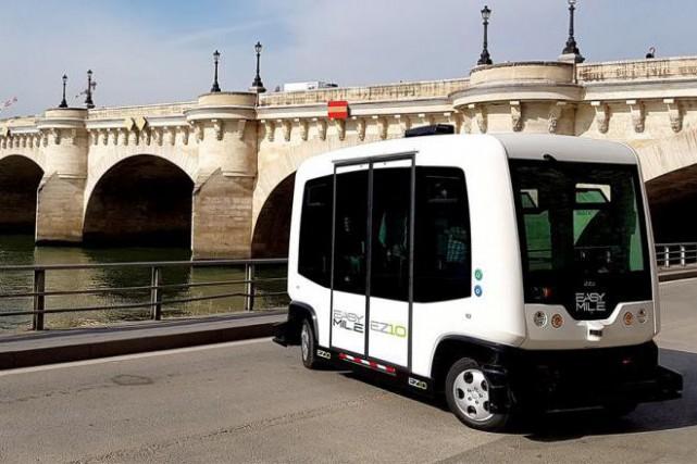 Le bus automatisé d'EasyMile sur les quais de... (Photo tirée du site d'EasyMile)