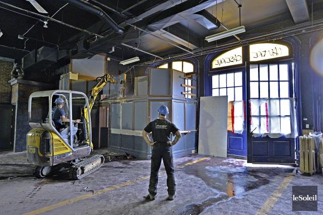 Le chantier de démolition a commencé mardià l'intérieur... (Le Soleil, Patrice Laroche)