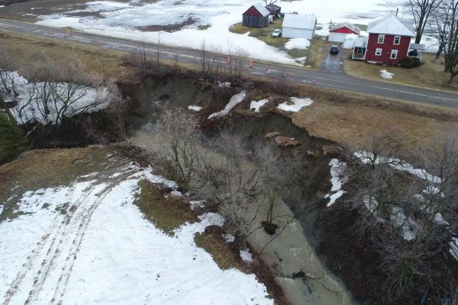 Trois glissements de terrain ont été rapportés à... (Stéphane Lessard, Le Nouvelliste)