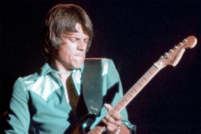 John Warren Geils, lors d'un concert.... (Photo Carl Lender, Wikipedia)