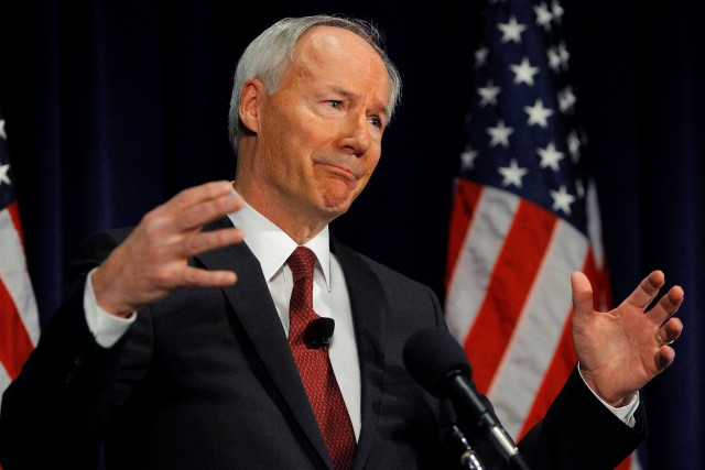 Le gouverneur républicain de l'Arkansas, Asa Hutchinson, a... (ARCHIVES REUTERS)