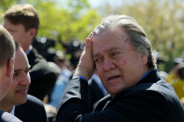 Stephen Bannon, homme de l'ombre cultivé, ancien banquier... (PHOTO AFP)