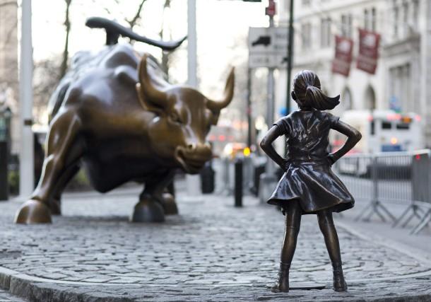 Installée à Wall Street face au taureau début... (AP)