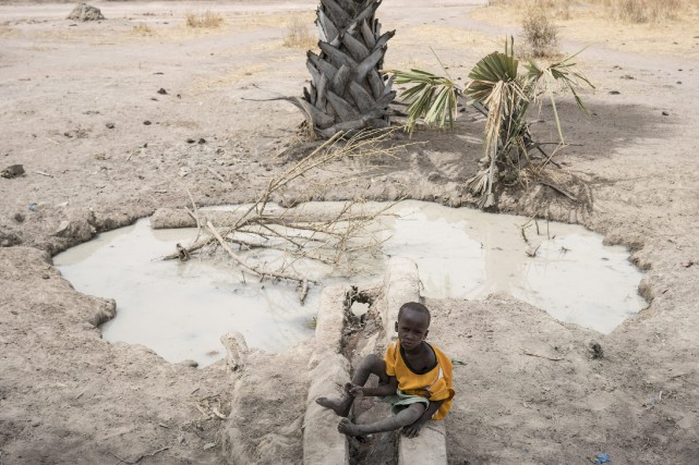 «On estime que l'eau potable contaminée cause plus... (PHOTO ARCHIVES AP/UNICEF)