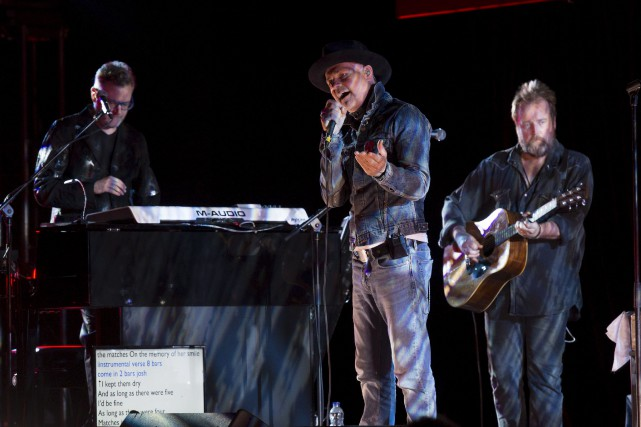 Gord Downie (au centre) et Tragically Hip ont... (Adrian Wyld, La Presse canadienne)