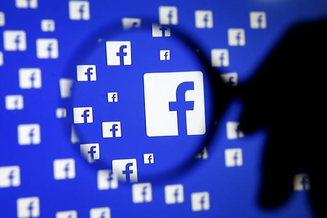 Facebook aurait pu été utilisé de façon organisée... (PHOTO ARCHIVES AFP)