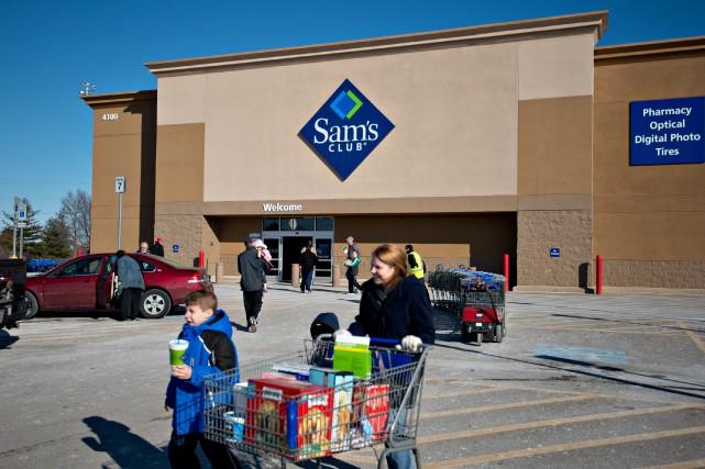 Le moral est bon Des consommateurs sortent du... (Photo : Bloomberg)