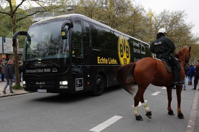 L'autobus réparé de l'équipe de soccer de Dortmund... (PHOTO AFP)