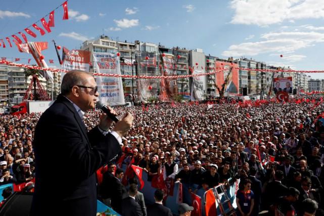Le président turc Recep Tayyip Erdogan s'adresse à... (Courtoisie)