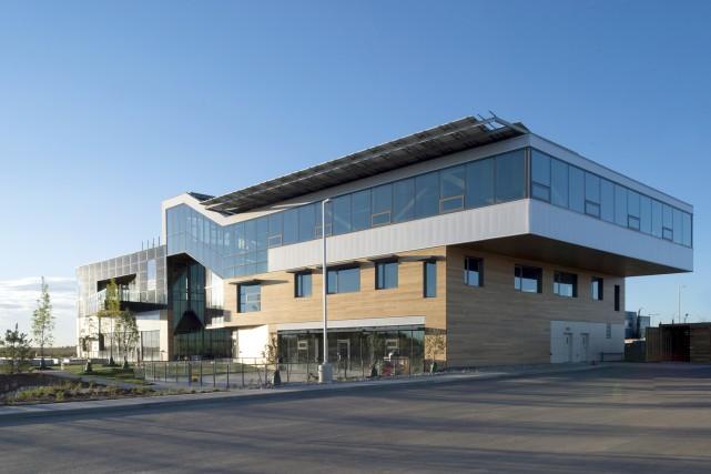 Le Mosaic Center est la première construction commerciale... (www.themosaiccentre.ca)