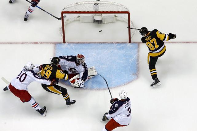 Sidney Crosby s'est démarqué vendredi soir contre les... (Gene J. Puskar, Associated Press)