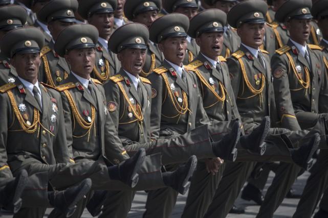 Une gigantesque parade militaire s'est déroulé samedi à... (AFP, Ed Jones)