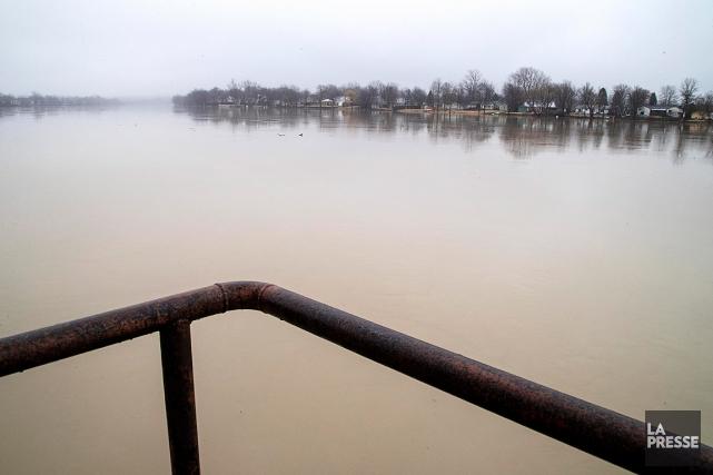 Le niveau de l'eau était très élevé en... (PHOTO ALAIN ROBERGE, ARCHIVES LA PRESSE)