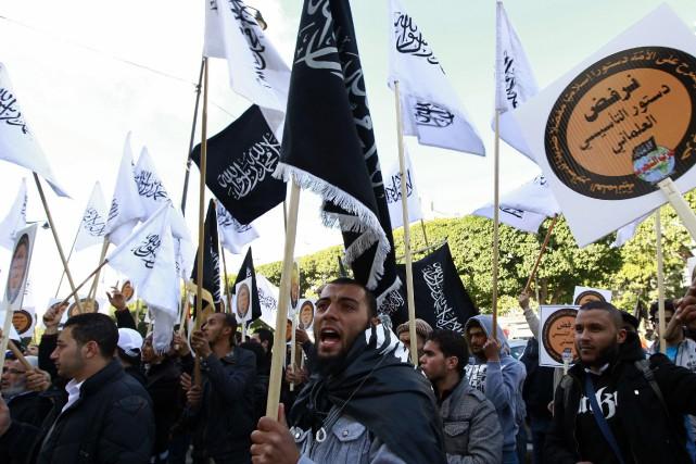 Des centaines de partisans ont participé près de... (Photo Anis Mili, Reuters)