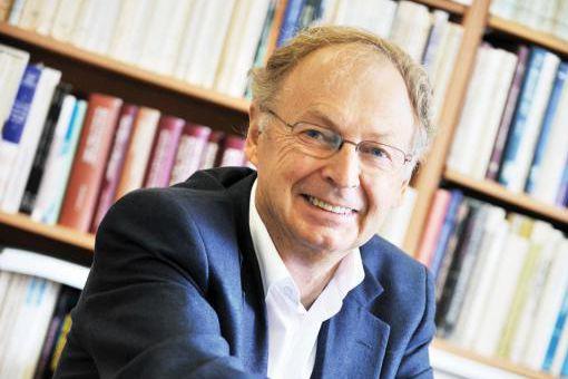 Le sociologue Simon Langlois réunit ses billets de... (PHOTO FOURNIE PAR DEL BUSSO)