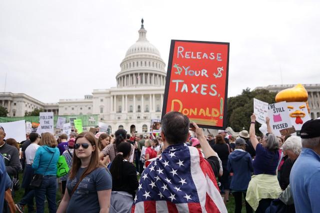 Des manifestants de tous âges se sont regroupés... (Photo Mandel Ngan, AFP)