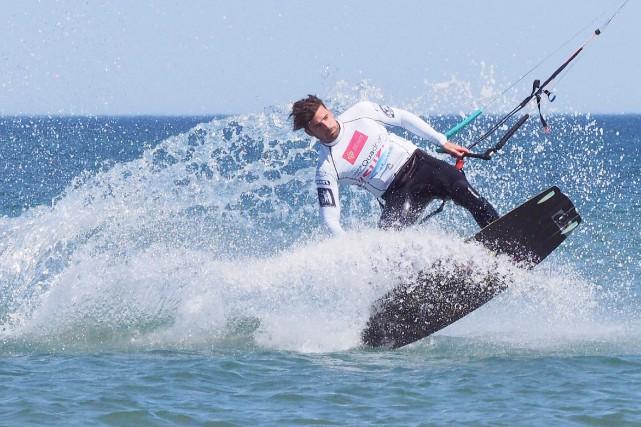 L'Espagnol Alex Pastor compétitionnant au Mondial du Vent... (AFP, Raymond Roig)
